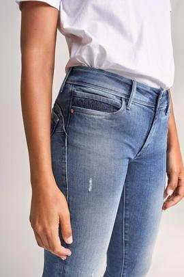 WONDER SKINNY FIT EN DENIM AZUL CON GATEADOS