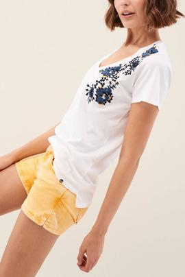 CAMISETA CON BORDADO FLORAL REGULAR FIT BLANCA