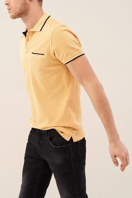 POLO DE COLOR LAVADO REGULAR FIT AMARILLO